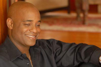 Spotlight Holley - Тренер по вокалу последнего тура Майкла Джексона научит вас петь!