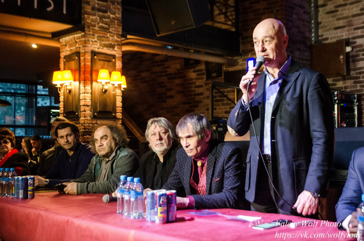 NlmS4vPfdRg - Cостоялся вечер памяти легендарного музыканта Александра Барыкина.
