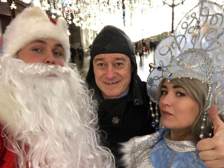 сандлер красная площадь с новым годом5 - О чём попросил Игорь Сандлер Дедушку Мороза останется загадкой!